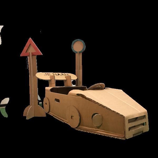 Kartonnen Speelauto en Twee Verkeersborden